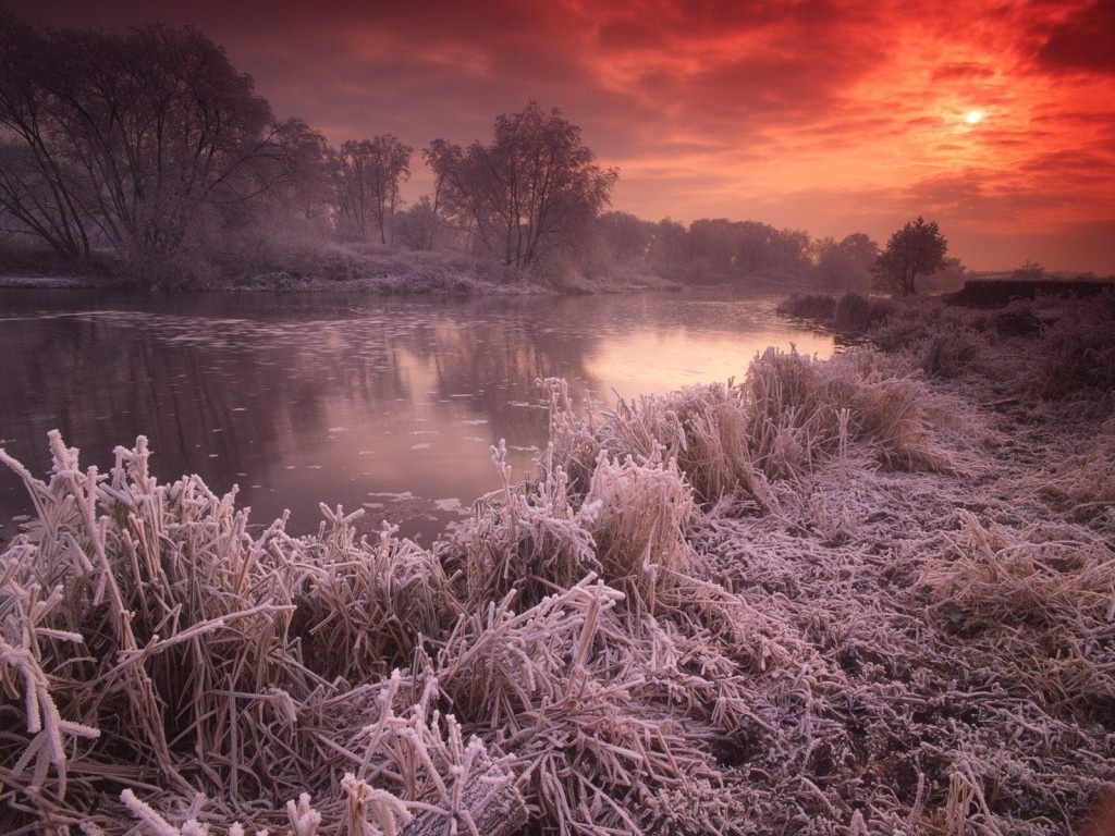 riviere au coucher du soleil