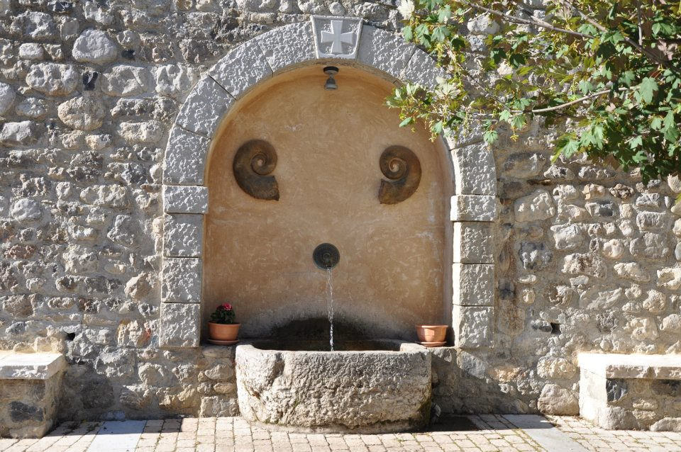 LA FONTAINE fontaine